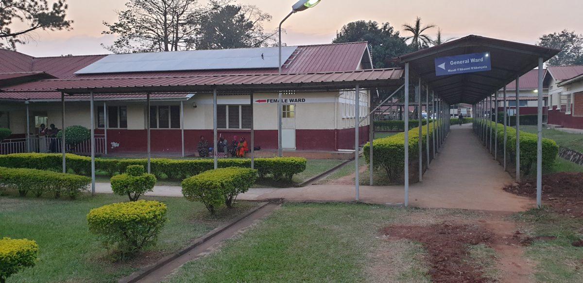 Die neue PV-Anlage im Naggalama-Hospital